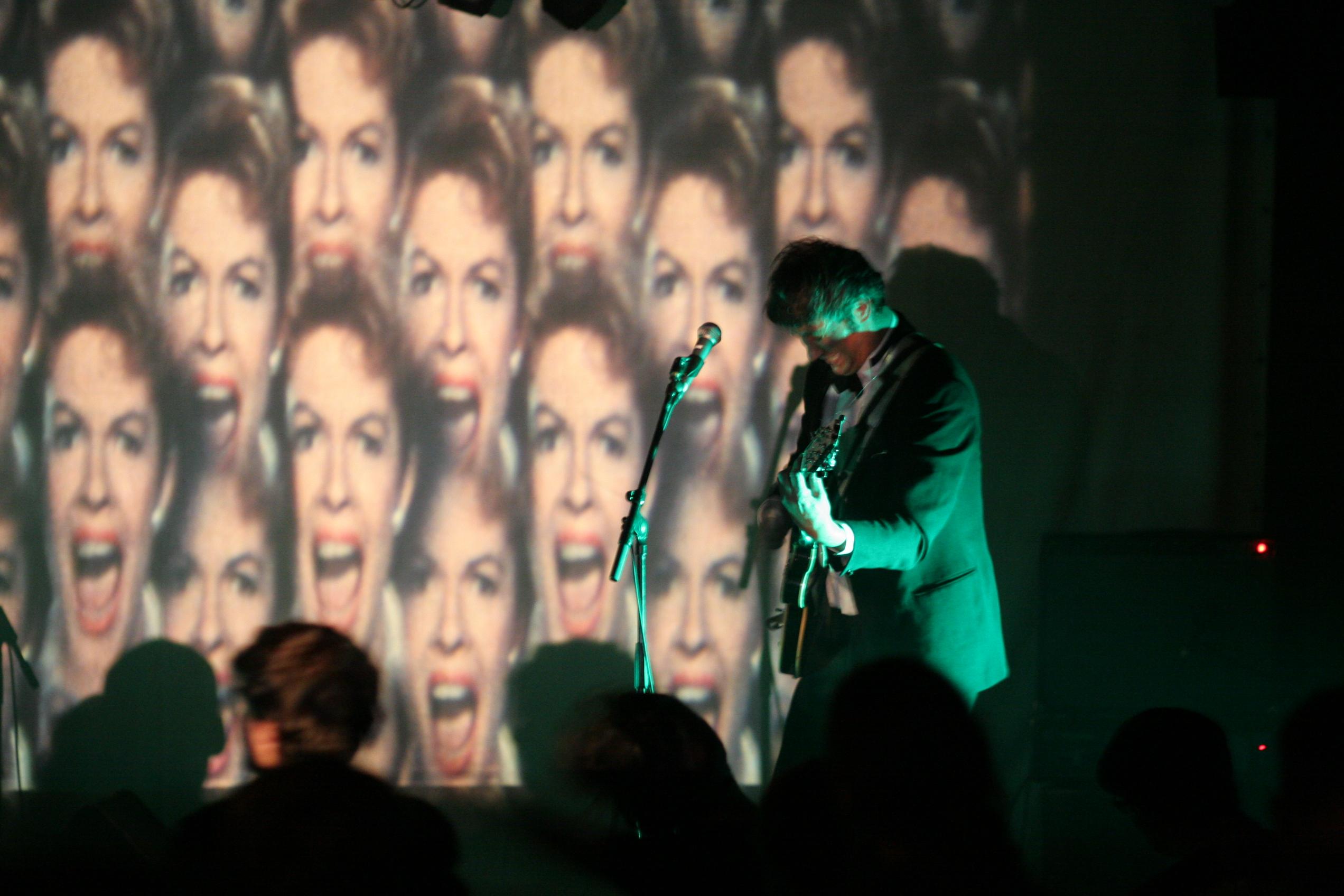 A Pau, Les Projectivers envoient l'image sur un concert des Magnétix